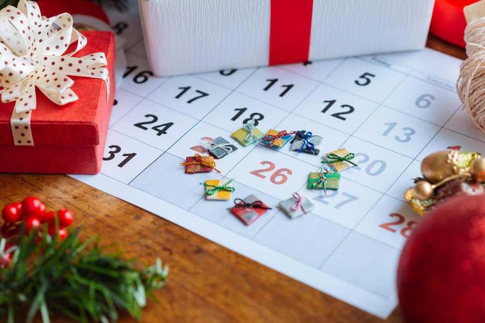 Presentes de natal sobre calendário